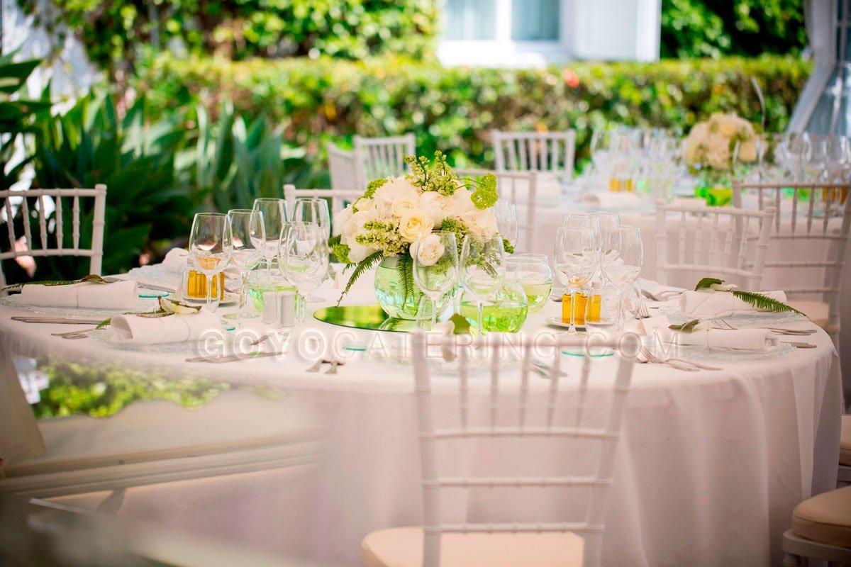 Ideas para elegir los manteles de boda goyo catering for Cubre sillas para 15 anos