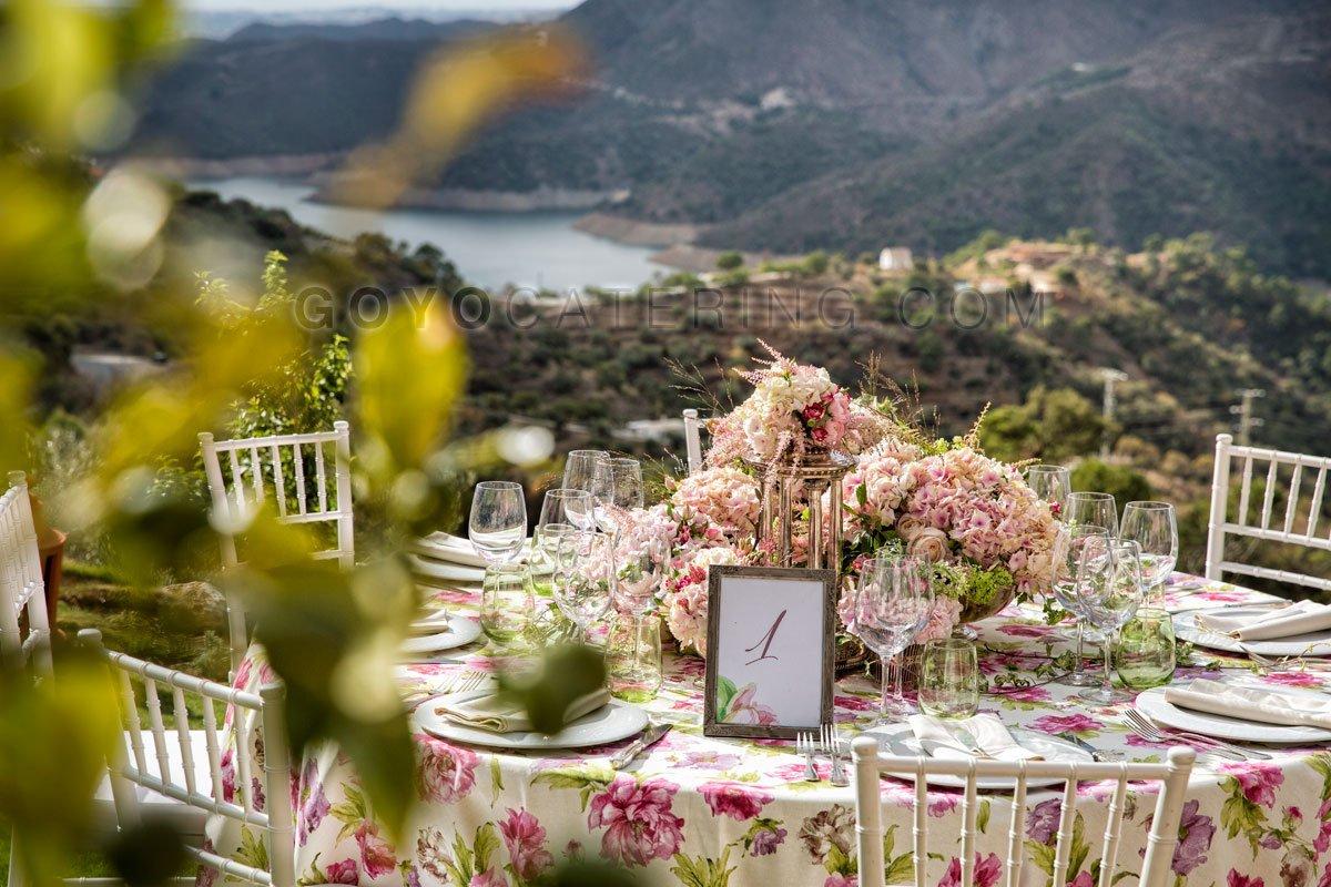 mantel estampado de flores goyo catering